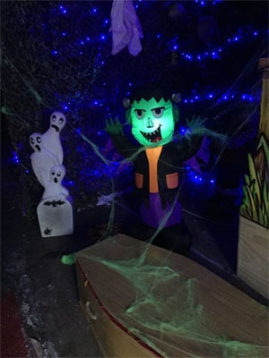 Ghostly-Corner-L