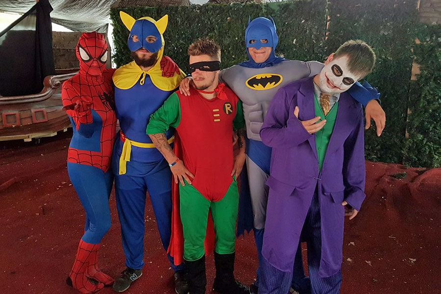 Spidermans gang at the talent show