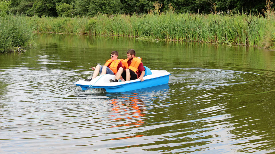 Outdoor-play-ride-the-peddlos-in-the-lake-image-1